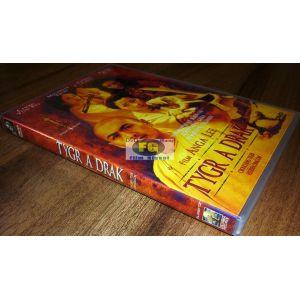 https://www.filmgigant.cz/22570-27902-thickbox/tygr-a-drak-dvd-bazar.jpg
