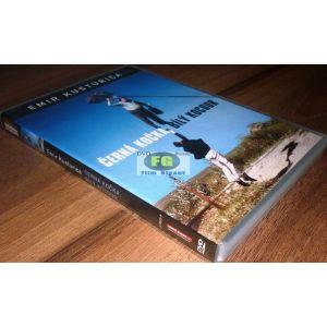 https://www.filmgigant.cz/23804-29355-thickbox/cerna-kocka-bily-kocour-emir-kusturica-edice-zlaty-fond-svetoveho-filmu-dvd-bazar.jpg